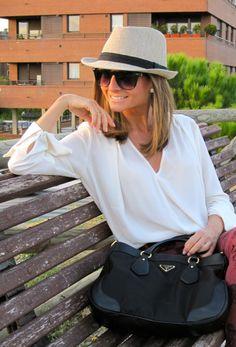 Fashion and Style Blog / Blog de Moda . Post: Wearing Hat / Con Sombrero See more/ Más fotos en : http://www.ohmylooks.com/?p=4417 by Silvia García Blanco