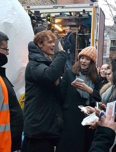 """Do ye not know that, Sassenach?"" — More fan pics of Sam Heughan & Caitriona Balfe on..."
