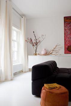 Corner house in Amsterdam Photographer: Jeroen van der Spek | Stylist: Frans Uyterlinde #binnenkijken #vtwonen #livingroom #sofa #white