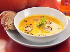 Die beste Kombi überhaupt leckere Pilze in feiner Kürbissuppe. Wir lieben den Herbst!