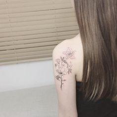 Exquisite florals on back shoulder by Tattooist Flower