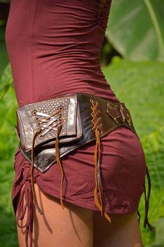J'aime l'effet décoratif des oeillets avec le lacet. À noter: je ne souhaite pas avoir une ou des pochettes intégrées à même la ceinture.
