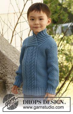 """Pulóver DROPS tejido con torsadas, patrón para realzar textura y cuello chal, en """"Merino Extra Fine"""". Talla: 3 – 12 años. ~ DROPS Design"""