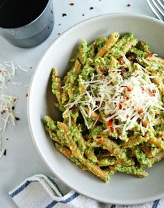 Lentil Pasta With Arugula Pesto 19 Healthy Dinners Under 500 Calories That You'll Actually Want To Eat Clean Eating Dinner, Clean Eating Recipes, Healthy Dinner Recipes, Healthy Snacks, Healthy Eating, Cooking Recipes, Healthy Dinners, Paleo Recipes, Vegetarian Recipes Under 500 Calories