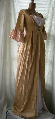 Early Regency Gown- Yes, I would wear something like this EVERY DAY. :-) (this for Riss)
