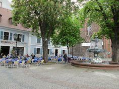 Martinsplatz mit Martinskirche und Brunnen