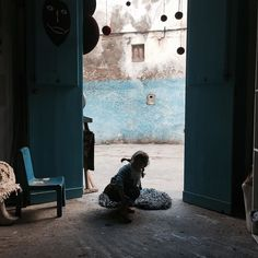 Les portes bleues  Las puertas azules  #lescornesdejuju #homedecoration #homedecor #deco #rack #perchero #portemanteau #fb #animalfriendly #essaouira #holidays #lesjujuenvacanves