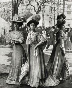 Gibson Girls, circa 1906-1909.