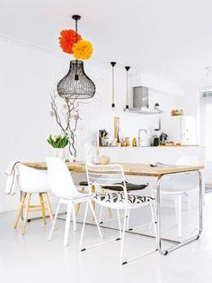 Für jeden Stil was dabei: Frecher Mix statt strenger Ordnung: Wir zeigen, wie Sie allerlei Stühle und Tisch gekonnt an Ihrem Essplatz gruppieren.