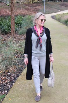 Style expert Jennifer Connolly of A Well Styled Life shares easy to use advice and tips for how to dress to look taller and slimmer. Over 60 Fashion, Over 50 Womens Fashion, Fashion Tips For Women, 50 Fashion, Fashion Advice, Autumn Fashion, Fashion Outfits, Fashion Trends, Petite Fashion