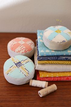 Wagon Wheel Pincushion Tutorial - Noodlehead. A pincushion design inspired by the wagon wheel block, full instructions, photos, and template.