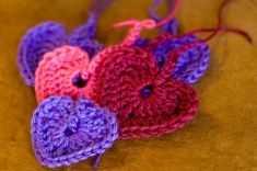 Beginner crochet patterns! Lots of stuff to learn how to master the single stitch, double stitch, and more!