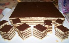The layering of biscuit and chocolate custard, topped with chocolate, simply. Chocolate Custard, What To Cook, Cookie Recipes, Biscuits, Caramel, Sweets, Candy, Cookies, Baking