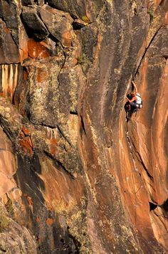 """12 Essential Tips for Leading a Trad Climbing Route: Plan ahead when leading hard trad routes like """"Born Under a Bad Sign"""" at Paradise Forks in Arizona."""