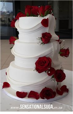 Draped Wedding Cake with Red Roses - Sensational Suga Red And White Wedding Decorations, Black And White Wedding Cake, Red And White Weddings, Red Rose Wedding, White Wedding Cakes, Bling Wedding Cakes, Luxury Wedding Cake, Wedding Cake Stands, Wedding Cake Designs