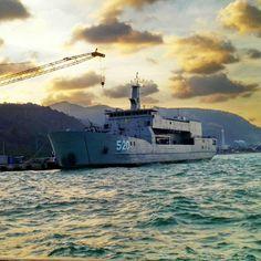 KRI Teluk Bintuni 520, landing ship tank (LST) manufactured by PT Daya Radar Utama (DRU), specialized in having landing platform dock (LPD) with 2.300 tonnes displacement. (indomiliter.com)