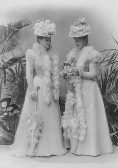 Sisters Ella of Hesse and Alix of Hesse, later Grand Duchess Elisabeth Feodorovna of Russia and Tsarina Alexandra Feodorovna of Russia. Both sisters married into the Romanov family and were killed by the Bolsheviks in Alexandra Feodorovna, Princess Victoria, Queen Victoria, Old Photos, Vintage Photos, Vintage Portrait, Vintage Artwork, Vintage Photographs, Anastasia