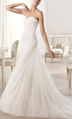 Pronovias Orel: buy this dress for a fraction of the salon price on PreOwnedWeddingDresses.com