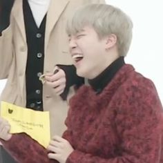 """his laugh just made my whole entire month :""""))))"""