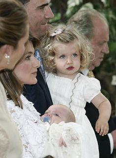 Princess Of Spain, Princess Sofia, Spanish Royalty, Princesa Carolina, Cute Funny Babies, Estilo Real, Girls Dp Stylish, Spanish Royal Family, Golden Child