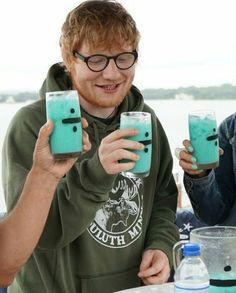➗ My liver hates me 🤔 Ed Sheeran, Music Stuff, My Music, Edward Christopher Sheeran, Ginger Boy, Edd, Cute Guys, Music Artists, Role Models