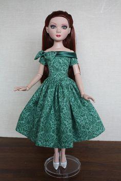 Ellowyne Green cotton Dress with Satin Collar, by torigian via eBay, SOLD 10/11/13  $49.00 (6bids)