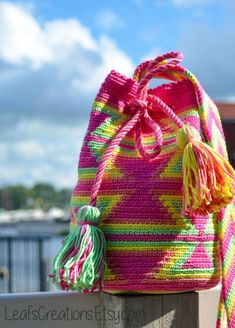 DIY kit / Crochet kit / DIY crochet kit Mini Mochila bag including ply-split cords, gripfid needle, yarn and crochet pattern Crochet Diy, Bead Crochet, Crochet Hats, Booties Crochet, Tapestry Crochet Patterns, Crochet Motifs, Mochila Crochet, Crochet With Cotton Yarn, Chesire Cat