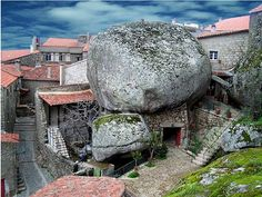 Giant Boulder Village (Monsanto/ Portugal): http://curious-places.blogspot.com/2014/06/giant-boulder-village-monsanto-portugal.html