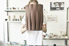 Se quando você pensa em vasos de cerâmica, a imagem que lhe vem à mente é a do torno girando enquanto as mãos do artesão envolvem a argila para lhe dar forma, talvez seja hora de rever seus conceitos. A cerâmica também vem sendo usada como matéria-prima para a impressão 3D e um dos pioneiros dessa abordagem é o jovem designer holandês Olivier van Herpt. Clique na foto para ver mais <3