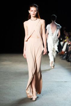 See the entire collection from the Philosophy by Natalie Ratabesi Fall 2014 Ready-to-Wear runway show. Fashion Drug, Fashion Show, Women's Fashion, Couture Fashion, Runway Fashion, 2014 Trends, Beautiful Outfits, Beautiful Clothes, Skirt Fashion