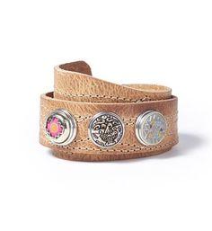 Noosa Amsterdam Pure bracelet wrap all-over stitch. Deze Noosa armband heeft een naturel kleur stiksel en is gemaakt van natuurlijk gelooid leer. Er is plaats voor drie chunks op deze armband, zo kan je je armband customizen naar je eigen smaak - Naturel - NummerZestien.eu