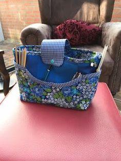 Hello, a few years ago I got this great bag from .- Hallo, vor einigen Jahren habe ich diese tolle Tasche von meiner lieben Freu… Hello, a few years ago I got this great bag from my dear friend, which you can see above. Diy Purse Organizer, Diy Handbag, Fabric Bins, Patchwork Bags, Simple Bags, My Dear Friend, Knitted Bags, Purses And Handbags, Bag Making