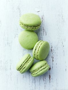 "A ""greenery"" inspired Macaron dessert bar... yes, please!"