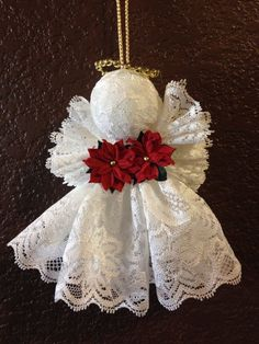 How to make vintage angel ornaments - a simple tutorial Diy Christmas Angel Ornaments, Easy Christmas Decorations, Christmas Angels, Christmas Diy, Christmas Wreaths, Christmas Poinsettia, Crochet Ornaments, Crochet Snowflakes, Crochet Christmas
