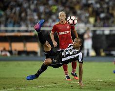 BotafogoDePrimeira: Com gol de bicicleta, Botafogo vence na estreia da...