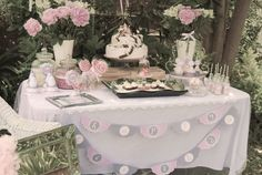 Vintage Tea Party + Candy Buffet Pics and Ideas! Vintage High Tea, Vintage Party, Vintage Pink, Vintage Sweets, Vintage Birds, Vintage Table, Vintage Birthday Parties, Tea Party Birthday, Birthday Ideas
