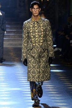 Dolce & Gabbana Fall 2017 Menswear Fashion Show Collection: See the complete Dolce & Gabbana Fall 2017 Menswear collection. Look 2 Men Fashion Show, Fashion Show Collection, Fashion Brands, Mens Fashion, Fashion Fall, Men's Collection, Fashion Tips, Professional Attire, Professional Women