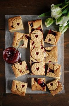 A rich and creamy blondie, swirled with sticky strawberry jam and topped with my very favourite biscuit, all hail the Jammy Dodger white chocolate blondies White Chocolate Blondies, Chocolate Brownies, Chocolate Cube, Chocolate Truffles, Chocolate Chips, Chocolate Covered, Baking Recipes, Dessert Recipes, Baking Ideas