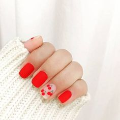 Discover new and inspirational nail art for your short nail designs. Red And White Nails, White Nail Art, Red Nails, Red Nail Art, Oval Nails, Pastel Nails, Bling Nails, Nail Design Glitter, Nail Design Spring