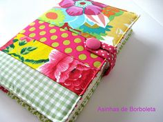 journal by Diana Sousa, www.asinhasdeborboleta.blogspot.com Fabric Book Covers, Journal Covers, Sewing Patterns, Sewing Ideas, Purses And Bags, Coin Purse, Patches, Embroidery, Ipad Covers