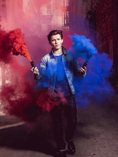 Image shared by The Hot Boys Club. Find images and videos about Marvel, spiderman and tom holland on We Heart It - the app to get lost in what you love. Tom Holland Peter Parker, Hero Marvel, Marvel Avengers, Avengers Poster, Iron Man, Rauch Fotografie, Tom Holand, Tommy Boy, Marvel Memes