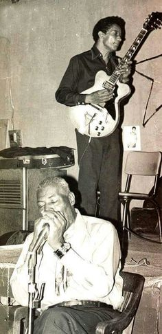 Howlin' Wolf and Hubert Sumlin at Big Duke's Blue Flame Lounge, Chicago 1971. Photo credit unknown.