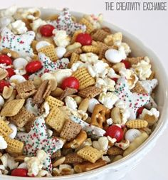 Christmas Snack Mix {Sweet and Salty}.