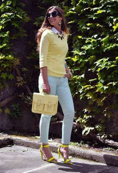16 Jeans Trends,Pastel yellow shirt + white shirt + baby blue skinny jeans + black necklace + yellow shoes and pastel yellow purse Shoes Boots have an extended base a. Trendy Outfits, Summer Outfits, Fashion Outfits, Womens Fashion, Sexy Outfits, Photomontage, Jeans Trend, Light Blue Pants, White Pants