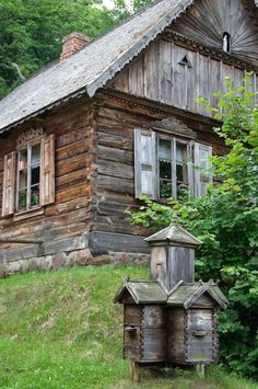 lamus-dworski: Nowogród, Poland: skansen (folk museum) of the Kurpie ethnocultural region [source]. New Urbanism, Vernacular Architecture, Unique Buildings, Arte Popular, Cabin Homes, Cabins In The Woods, Historic Homes, Traditional House, Bird Houses