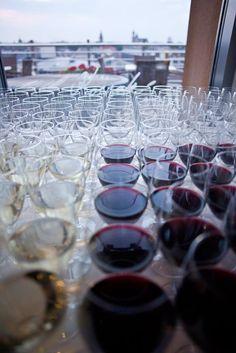 A na początek spotkania skromny poczęstunek. Zapraszamy na testowanie welcome drinków :)  #Eksmagazyn #drink #party #impreza