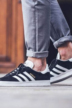 hot sales 0b6c7 740cc Zapatillas Adidas Originals Gazelle negras para hombre. Adidas Gazelle black  for men.