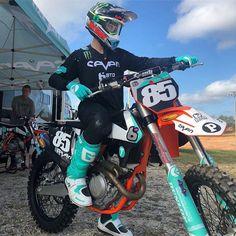 Ktm Dirt Bikes, Cool Dirt Bikes, Motocross Love, Enduro Motocross, Motogp Valentino Rossi, Motorcycle Suit, Dirt Bike Girl, T Max, Riding Gear