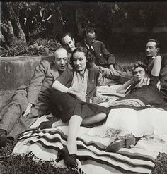 From left to right: Rodolfo Usigli, Dolores del Rio, Frida Kahlo, Adolfo best Maugard, Xavier Villaurrutia and Felipe Mier. Frida E Diego, Diego Rivera Frida Kahlo, Frida Art, Friday Pictures, Friday Pics, Nickolas Muray, Mexican People, Mexico Culture, Mexican Artists