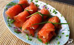 Typowo imprezową propozycją są roladki z łososia! W środku wypełnione są serowo-chrzanowym farszem, więc mogę wam zagwarantować, że tak s... Shrimp, Carrots, Meat, Vegetables, Ethnic Recipes, Carrot, Vegetable Recipes, Veggies